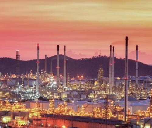Chemiefabrik oder Raffinerie
